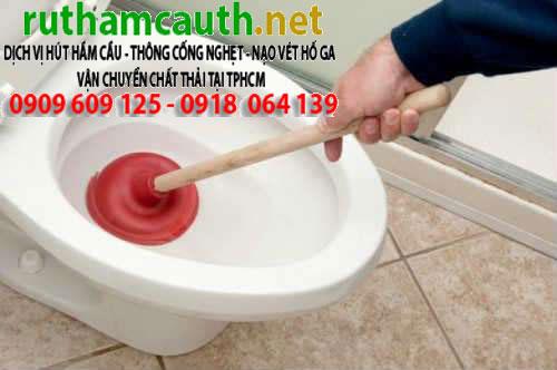 tho-thong-tac-bon-cau-toilet-be-xi-chau-rua-hong-phuoc